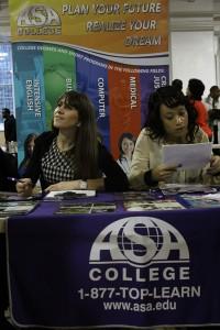 Entre algunos de los participantes en la feria estaba ASA College, el cual ofreció asistencia en desarrollo de carreras y oportunidades de desarrollo laboral.