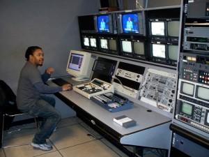 Productor Cesar Arzu, entrenado por BronxNet, utiliza los equipos del canal