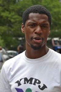 """Nuestros jóvenes deben ser respetados como personas, no como criminales"""", sostuvo Kendall Lewis de YMPJ."""