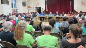 La pavimentación del sendero Putnam ha sido un tema polémico en varias reuniones de la Junta Comunitaria 8.