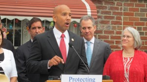 """It's important that professionals and homeowners stay in the Bronx,"" said Borough President Rubén Díaz, Jr."