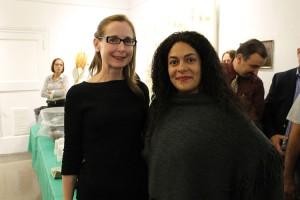 La comisionada de parques, Veronica White (a la izquierda), con Martell.