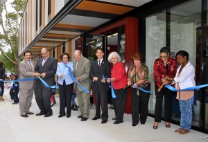 The ribbon-cutting ceremony of the Center was celebrated a year after the ground-breaking.<br><i>Photo: QPHOTONYC </i>