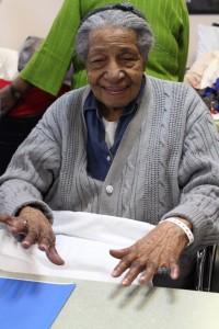Frances Bynoe, 91, mostró su nueva manicura