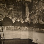 Camera Obscura: Manhattan View Looking West in Empty Room, 1966, por Abelardo Morell.