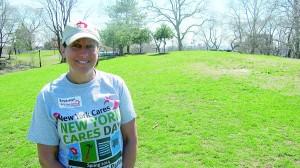 """""""Estamos muy contentos de estar en el Bronx ayudando a los vecinos"""", dijo Bárbara Glassman de New York Cares."""