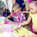 """""""El arte aporta enormemente a la vida de un niño"""", dice José Olívarez, coordinador de programas escolares de DreamYard."""