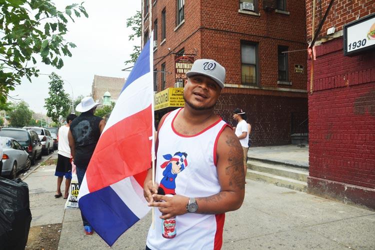 Domingo Hernández dijo que el desfile fue muy especial. Planeó disfrutar de las vistas y el sonido, y luego unirse a amigos en un restaurante.