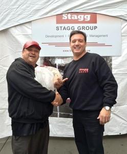 Samuel Ramos (a la izquierda) y el director general Mark Stagg.