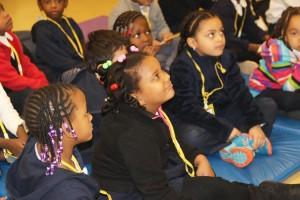 Los alumnos escuchaban con atención.