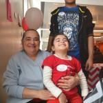 Carmen Ramírez, with her grandchildren, lost 25 pounds.