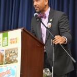 Borough President Rubén Díaz Jr. quizzed the children.