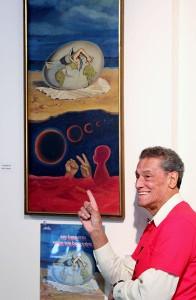 La artista gráfica Izzy Sanabria asistió a la inauguración de la exposición.