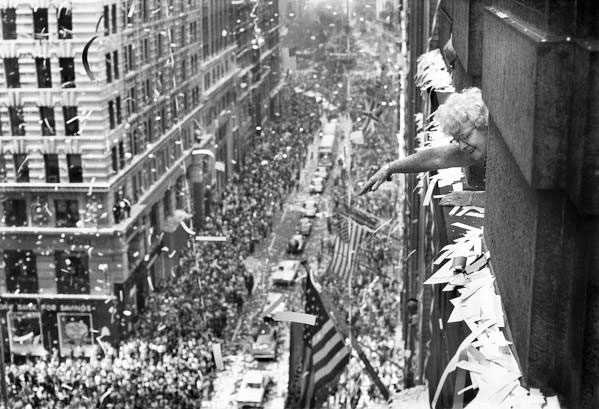 The ticker-tape parade is a New York tradition.