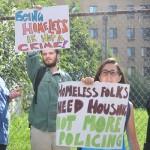 Los manifestantes pidieron opciones viables de vivienda.