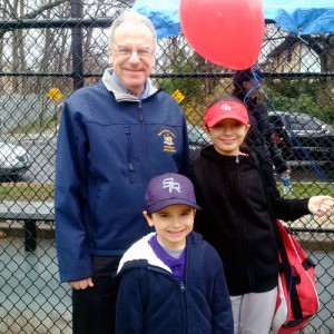 Anjélica and Matthew welcome the new season of play with Assemblymember Jeffrey Dinowitz.