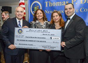 DiNapoli le presenta fondos no reclamados a la Asociación de Abogados Puertorriqueños.