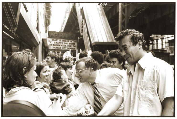 El Congresista (derecho extrema) en campaña en 1972.