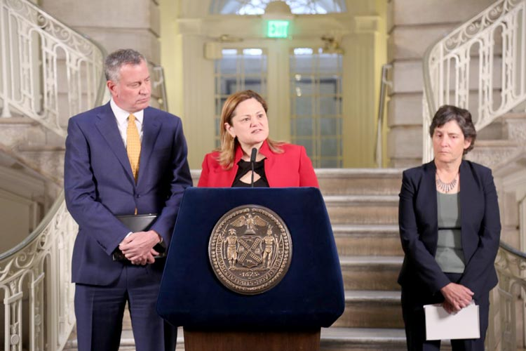 Speaker Melissa Mark-Viverito and Mayor Bill de Blasio make the announcement.