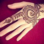 Cuidado con las aplicaciones de henna.