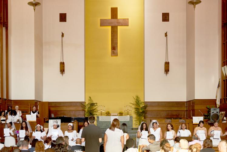 El evento comenzó en la iglesia.