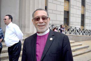 """""""Las escrituras hablan sobre el lugar sagrado de la familia, del lugar sagrado de una madre"""", dijo el obispo Ángelo Rosario de la Fuerza de Tarea del Clero del Bronx."""