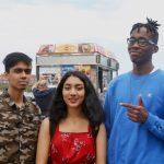 """""""Pueden financiar escuelas en áreas de bajos ingresos"""", dijo Sadman Habib (primero a la izquierda) con sus compañeros Mayisha Oshel y Nahiem Mathurin."""