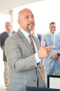 El presidente del condado,Rubén Díaz, Jr.