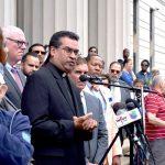 """""""Si no somos nosotros los que nos levantamos y hablamos en voz alta ahora, ¿entonces, cuándo?"""", preguntó el padre Eric Cruz."""