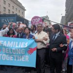 Espaillat protestando en Washington, D.C.