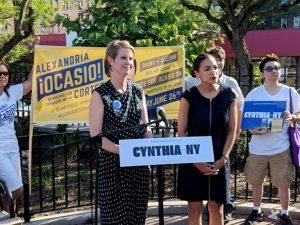 Cynthia Nixon, candidata a la gubernatura, y Ocasio-Cortez se respaldaron mutuamente. Foto: Twitter|Ocasio2018