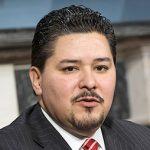 """""""Lo que necesitaban era una oportunidad"""", dijo el canciller de Escuelas Richard Carranza sobre estudiantes desfavorecidos."""