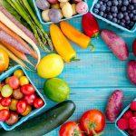 Se recomienda que la dieta sea rica en frutas y verduras.
