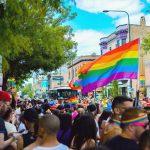 La comunidad LGBTQ fue victimizada.