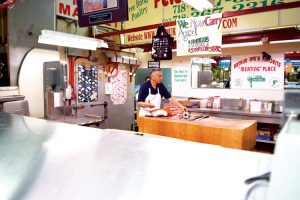 Peter's Meat Market es un pilar del mercado.