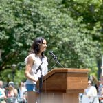 Padma Lakshmi habló en Cadman Plaza. Foto: C. Vivar