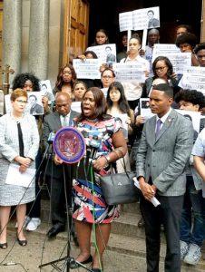 """""""A través de todo el dolor, debemos encontrar un propósito, un plan de acción"""", dijo la concejala Vanessa Gibson."""