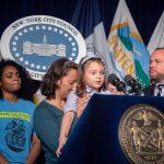 Luciana, de 4 años, habló durante una conferencia de prensa en el Ayuntamiento.