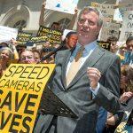 """La vida de nuestros hijos depende de [estas medidas] """", dijo el alcalde Bill de Blasio."""