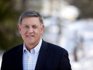 El senador estatal Rich Funke de Rochester apoya la legislación.