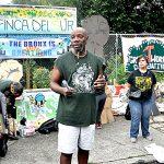 """""""Esta comunidad ha sido lo suficientemente valiente como para esperar vidas más saludables"""", dijo Mychal Johnson, activista."""