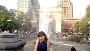 La autora en la ciudad.