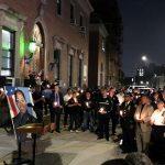 Una vigilia con velas se llevó a cabo pasada la medianoche.