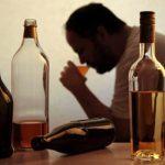 El estudio encontró que el consumo de alcohol es responsable de casi una de cada 10 muertes de las personas entre 15 y 49 años en todo el mundo.