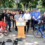Polly Trottenberg, comisionada del DOT, se une al presidente del condado del Bronx,Rubén Díaz, Jr.; a Ryan Rzepecki de JUMPBike; y aJay Walder de CitiBike para anunciar el programa en Tremont Park.