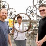 Desde la izquierda: Nicodemo con Wilma Alonso y Daniel Bernstein del BID de Fordham Road.