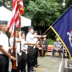 Miembros de SUNY Maritime College Color Guard.