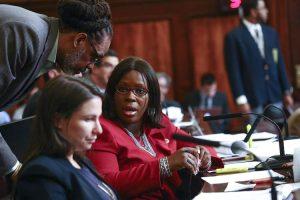 """""""Nuestro movimiento ayudará a reducir la falta de vivienda"""", afirmó la concejala Vanessa Gibson."""