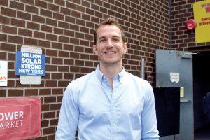 """""""Registrarse es como inscribirse en un servicio de cable o internet"""", dijo Travis Tench, director de Alcance Comunitario de PowerMarket."""