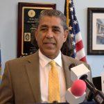 """""""Queremos asegurarnos de que [los inmigrantes] lo sepan"""", dijo el congresista Adriano Espaillat."""